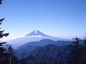 旧五百円札の図柄に使われた富士山の撮影場所、大月・雁ケ腹摺山からの富士山