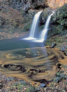 桂川・鐘山の滝