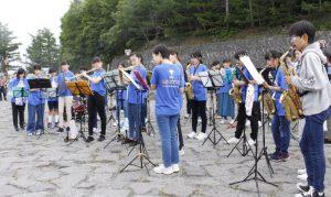 県内中学生100人が5合目コンサート