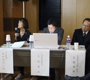 三島文学について解説する田中美代子さん(左)=山中湖・徳富蘇峰館