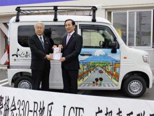 富士山描いた広報車