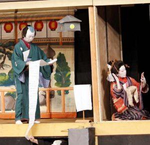 熱演する吉田歌舞伎会のメンバー=富士吉田・ふじさんホール