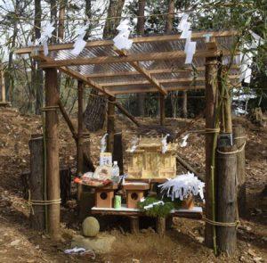 再建された丸子神社=西桂町下暮地