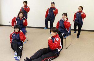 オリジナル体操を考案した富士吉田市スポーツ推進委員=富士吉田・鐘山スポーツセンター