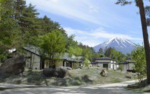 プレオープンしている「グランピングヴィラ ハンズ河口湖」のコテージエリア=富士河口湖町勝山