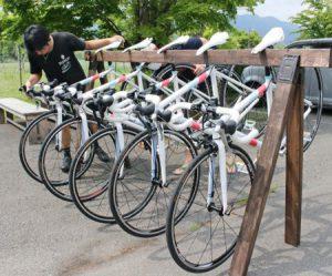 貸し出しを行う5台のロードバイク=山中湖村平野