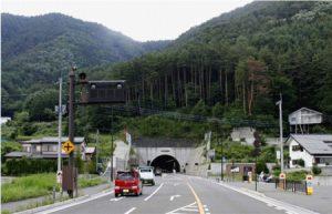 2015年に開通した新倉河口湖トンネル=富士吉田市旭地区