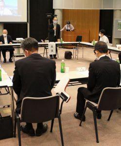 富士山噴火時の現地対策拠点について検討する出席者=富士吉田市上吉田