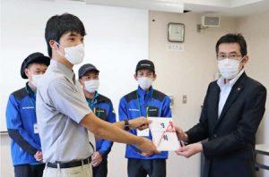 富士山レンジャーへアウトドア用品寄贈