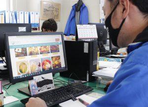 持ち帰りなどに対応している富士吉田市内の飲食店を紹介しているホームページ