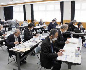 富士山の利用者負担などについて協議した作業部会=富士吉田合同庁舎