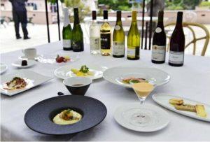 スペシャルディナーコースで提供する料理とワイン=河口湖音楽と森の美術館