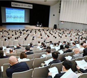 改定された富士山噴火のハザードマップについての住民説明会=富士吉田市内