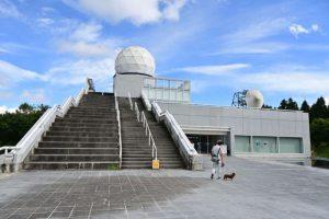 富士吉田市がリニューアルする富士山レーダードーム館=富士吉田市新屋
