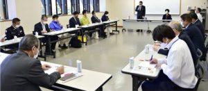 富士山環境美化清掃終了奉告祭の日程などを確認した常任実行委員会=富士河口湖・県立富士山世界遺産センター